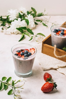 Refreshing smoothies with strawberry and blueberry