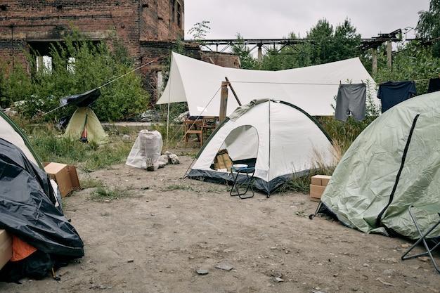 Лагерь беженцев с палатками