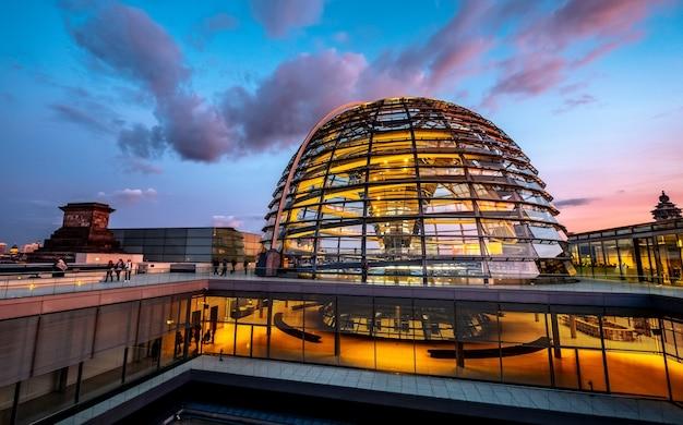 国会議事堂の大きなガラスドーム