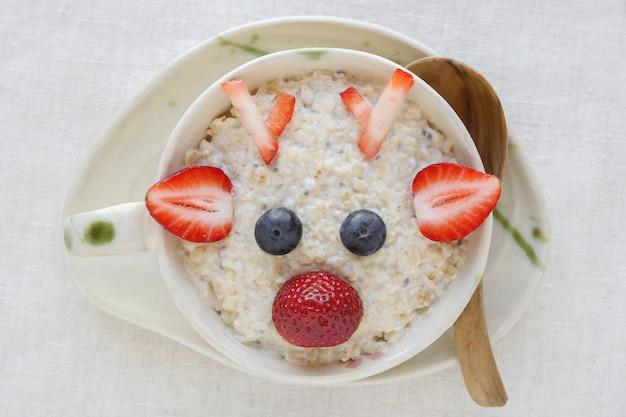 Reindeer porridge oatmeal breakfast, fun christmas food art for kids