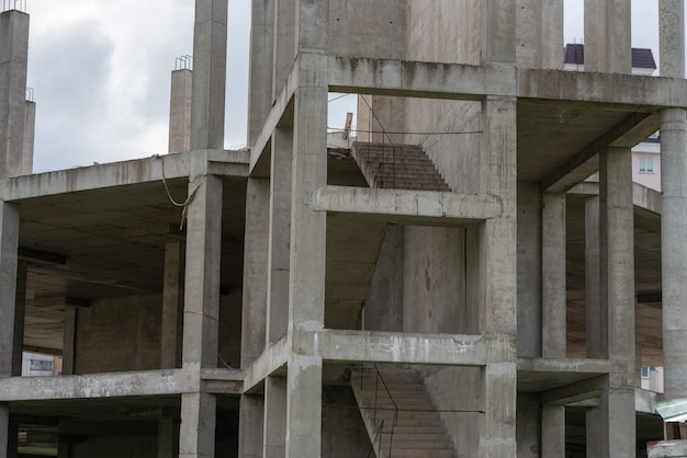 建設中の家の鉄筋コンクリート構造。高品質の写真