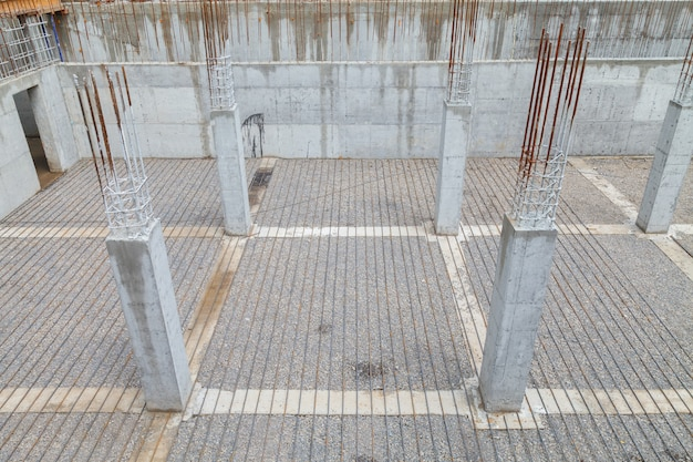 Reinforcement metal framework for concrete pouring.