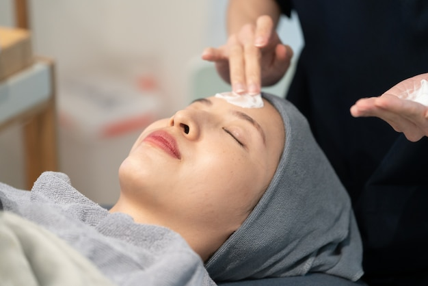 Rejuvenating facial gas treatment. face peeling procedure in a beauty clinic.