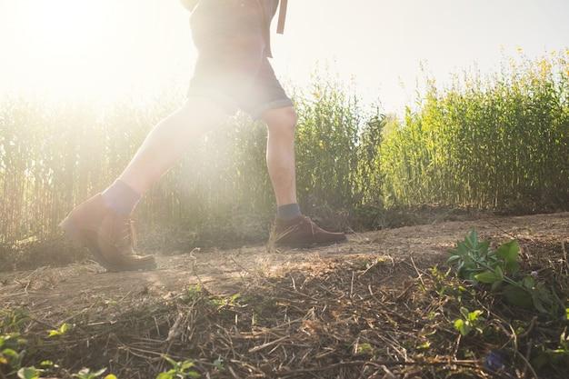 모험과 라이프 스타일 하이킹 여행 아이디어 개념을 휴식.