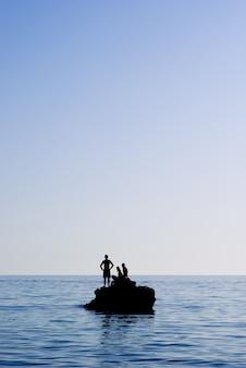 海でリラックス
