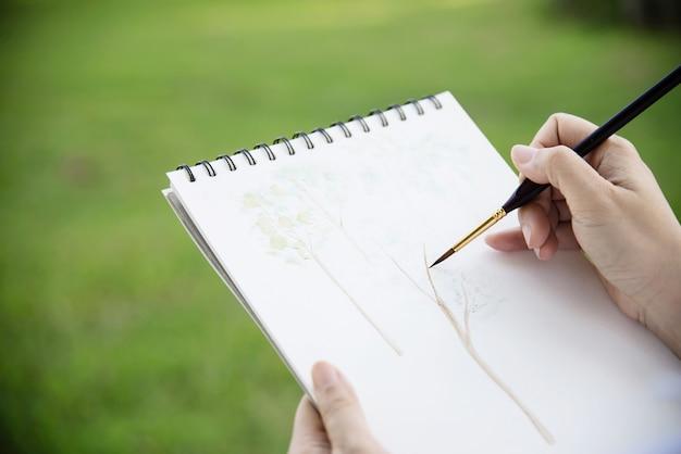 녹색 정원 숲 자연에서 여자 그림 수채화 미술 작품 휴식