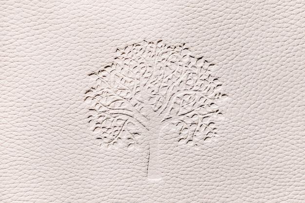 Рельеф текстуры с деревом на белом фоне. белый тисненый фон из искусственной кожи.