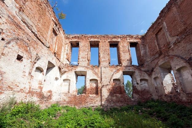 古代の城の残りの遺跡