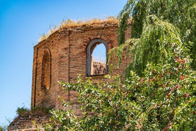 17세기에 지어진 길라바르 마을의 고대 알바니아 교회 킬와르 유적
