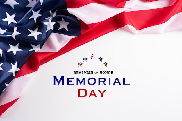 幸せな記念日。 remember&honorというテキストが付いたアメリカの国旗。