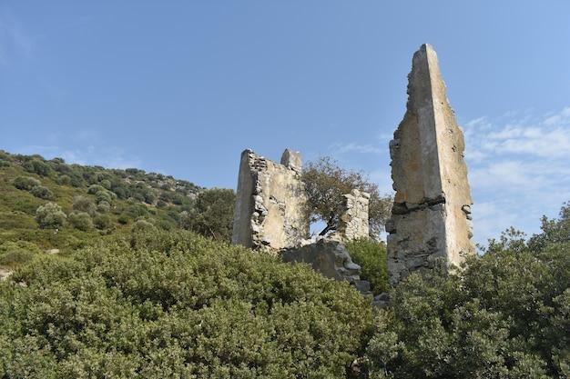 Остатки разрушенного каменного города