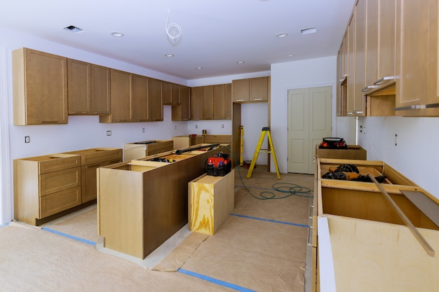 새 부엌에 설치된 주택 개량 전망 개축