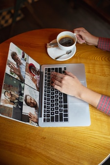 Удаленное рабочее место в офисе бара-ресторана с компьютерными устройствами и гаджетами