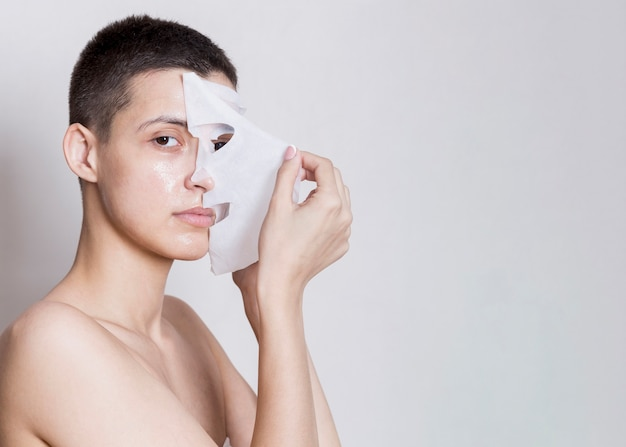 Removing facial mask process