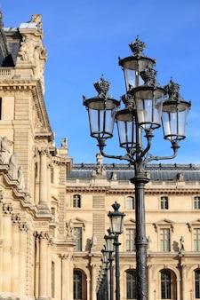 Ренессансная архитектура в луврском музее, париж