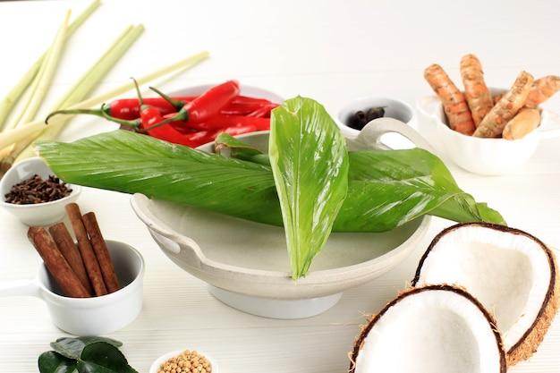 ルンダンパダン。インドネシアのパダン産のスパイシーなビーフシチュー。人気のインドネシアの伝統料理