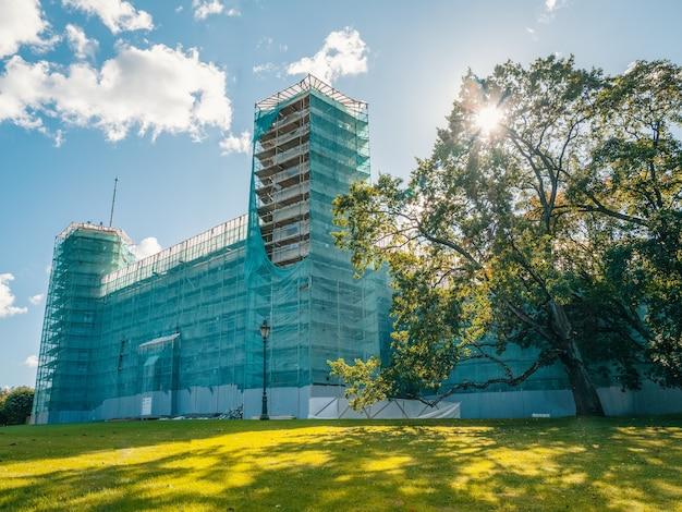 ガッチナ宮殿の改修。足場の王宮。セントピーターズバーグ。ロシア
