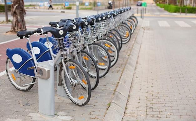 都市の自転車をレンタル 無料写真