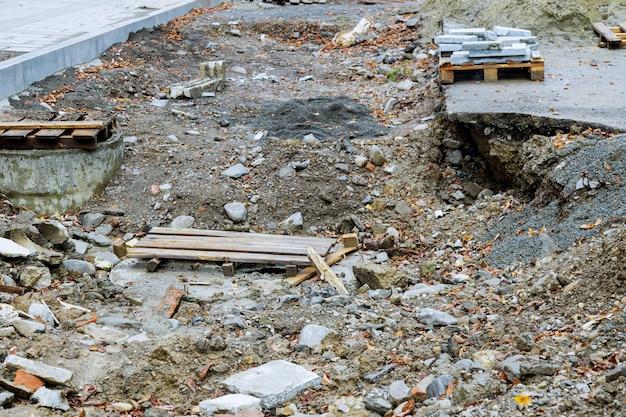 道路工事による市内の通りの建設現場の道路の修理