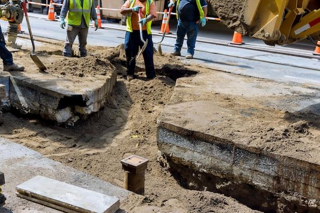 街の通りの建設現場の道路の修理