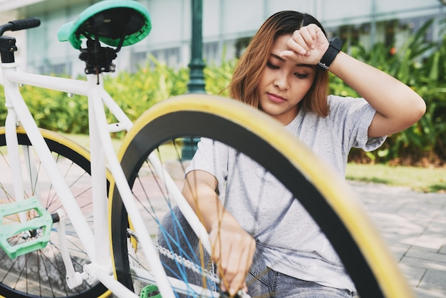 Repairing bicycle