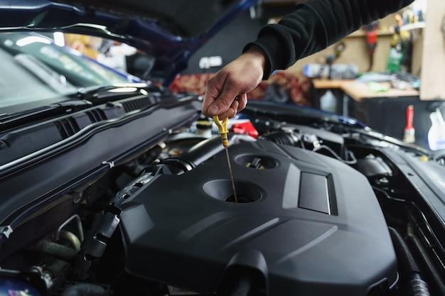 Замена воздушного фильтра под капотом. заправка омывателя автомобильных стекол. проверить уровень масла.