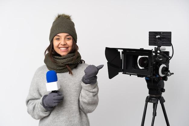 Репортер женщина на изолированном фоне Premium Фотографии