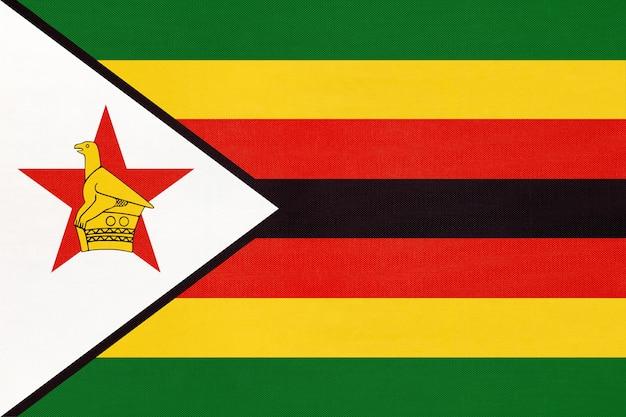 ジンバブエ共和国の国旗、繊維の背景。