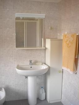 住宅用バスルームミラー、キャビネット、水盤