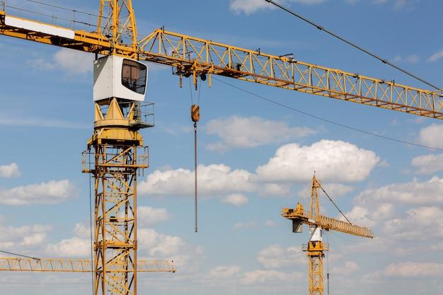 주거용 건물 개념: 빌라 건설 시 타워 크레인