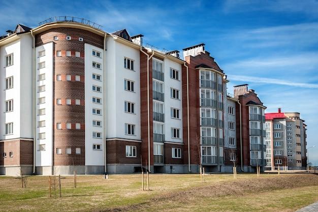 도시의 발코니가있는 주거용 건물, 아파트의 도시 개발.