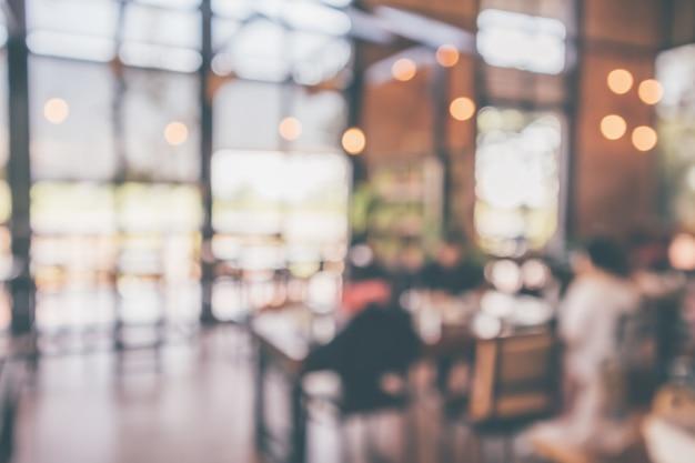 고객이 몽타주 제품 디스플레이 배경을 위한 추상 빈티지 스타일 보케 조명을 흐리게 하는 레스토랑 카페 또는 커피숍 내부