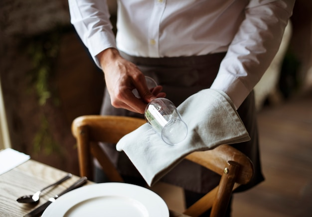Стол для персонала ресторана в ресторане для приема гостей