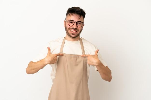 Ресторан официант кавказский человек изолирован на белом фоне с удивленным выражением лица