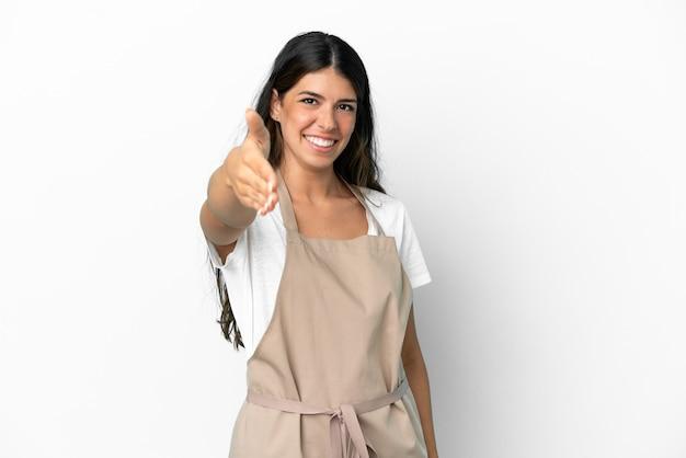 Официант ресторана на изолированном белом фоне, пожимая руку для закрытия хорошей сделки