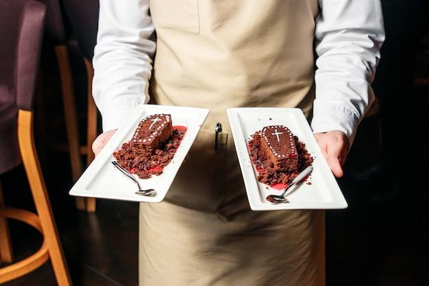 ハロウィーンのテーマであるrestaurantの形をしたレストランのスイーツ。