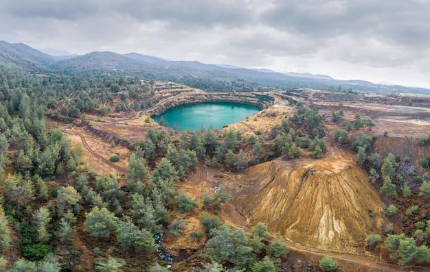 Kapedes cyprus 근처 구리 채굴 작업으로 손상된 토지 복구