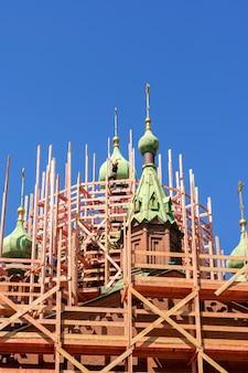 チェリャビンスクロシアの中心部にあるアレクサンダーネフスキー大聖堂の修復