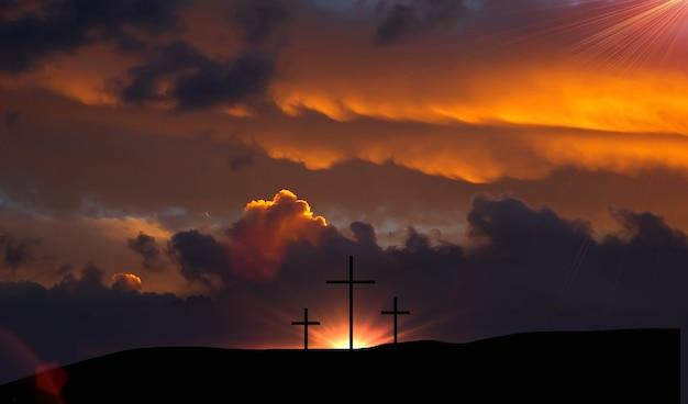 예수 그리스도 개념의 부활 : 산 일몰 배경에 실루엣 십자가
