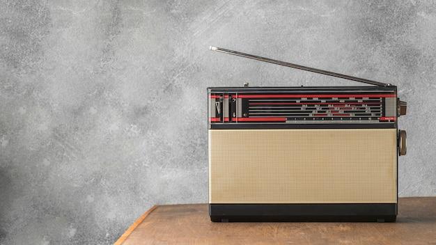 Retro broadcast radio receiver with antenna