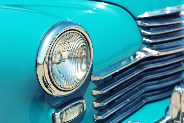 レトロな車のヘッドライト