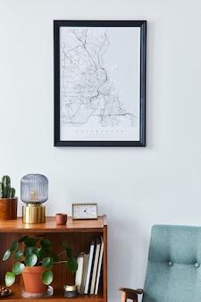 Ретро композиция интерьера гостиной с макетом карты постера, деревянной полкой, книгой, креслом, растением, кактусами, виниловым диктофоном и личными аксессуарами в стильном домашнем декоре