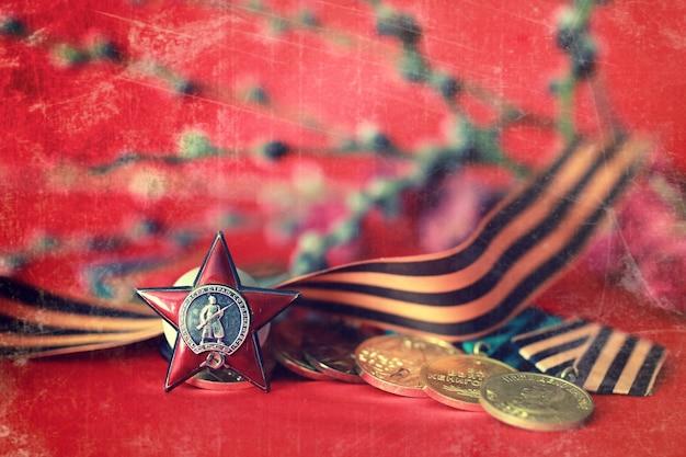 위대한 애국 전쟁의 메달 구성에 대한 복고풍 효과
