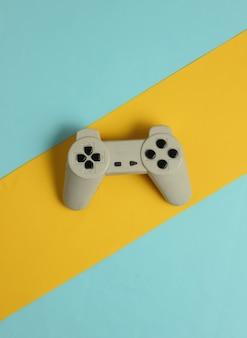 色紙の背景にレトロなゲームパッドエンターテインメント