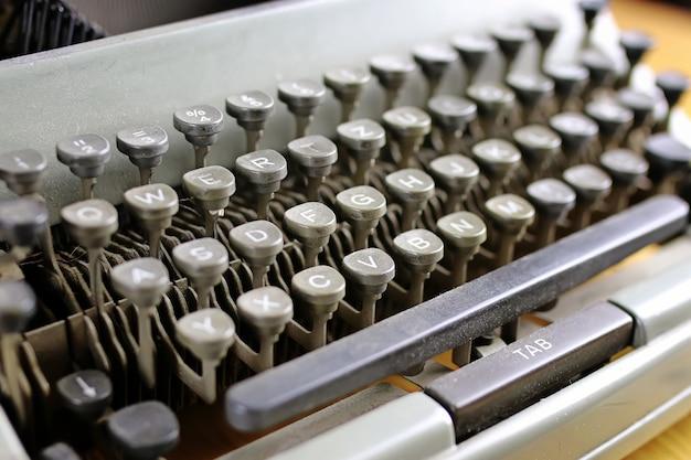 Письмо ретро серая пишущая машинка