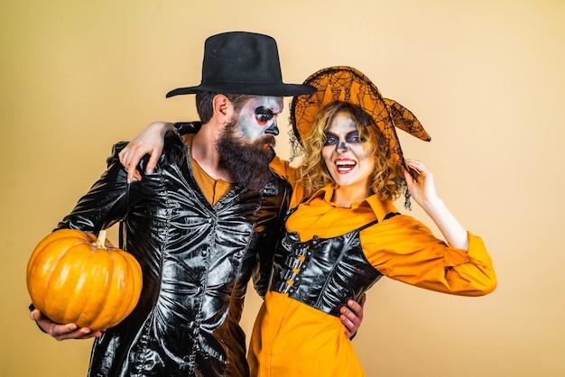 Retro halloween couple romancing halloween design for copy space