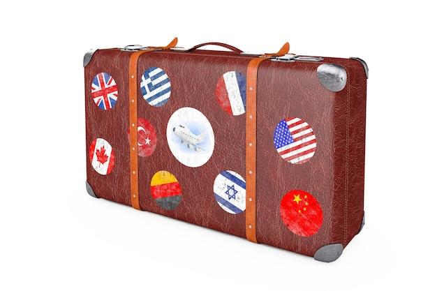 흰색 바탕에 여행 스티커, 금속 모서리 및 벨트가 있는 복고풍 가죽 갈색 threadbare 가방. 3d 렌더링