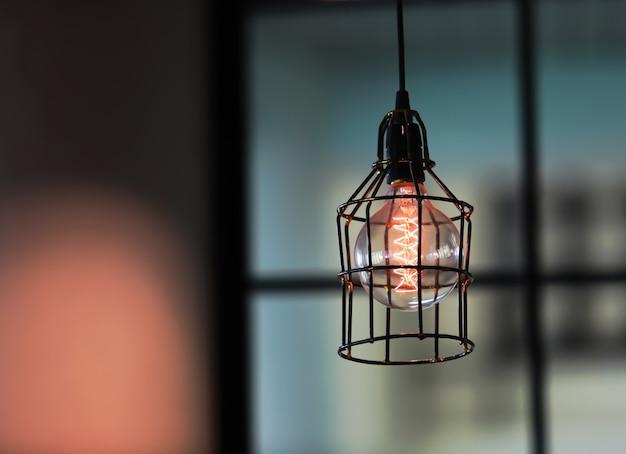 レトロな照明の装飾。