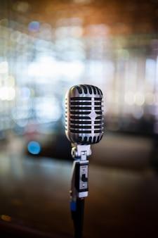 Ретро старый микрофон