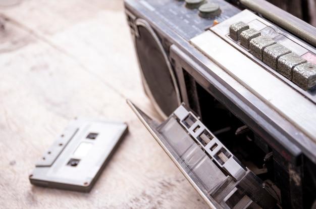 Ретро радио и кассетная лента